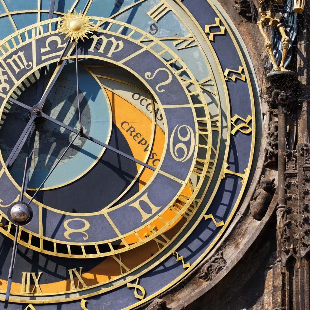 Horloge illustrant la planification d'un projet